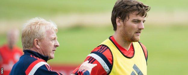 Scotland manager Gordon Strachan and Chris Martin