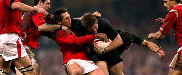 Wales' Gavin Henson tackles New Zealand's Richie McCaw, November 2004