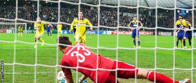 Eden Hazard has his penalty saved against Maribor