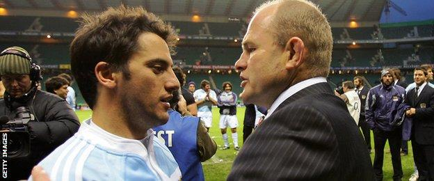 Agustin Pichot of Argentina and Andy Robinson