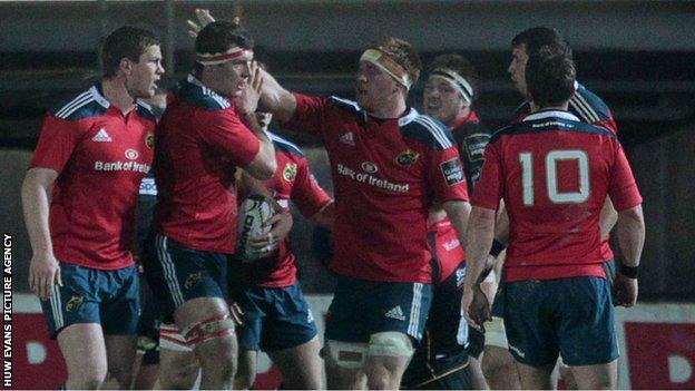 Munster celebrate Robin Copeland's try