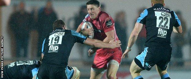 Rhys Priestland in action against Glasgow
