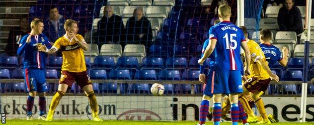 Josh Meekings scores for Inverness against Motherwell