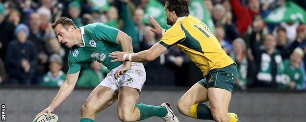 Tommy Bowe touches down for Ireland's second try