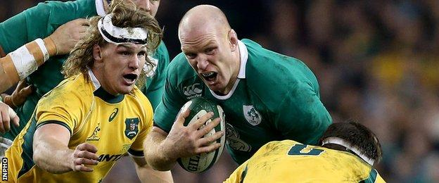 Paul O'Connell attempts to get past Luke Jones as Michael Hooper is also about to challenge the Ireland captain