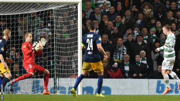 Leigh Griffiths missed a great chance to level the match at 2-2