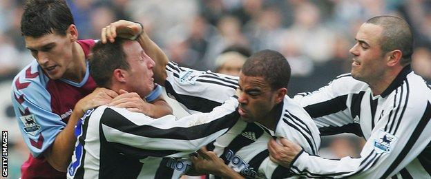 Lee Bowyer and Kieron Dyer start fighting during a Premier League match with Aston Villa