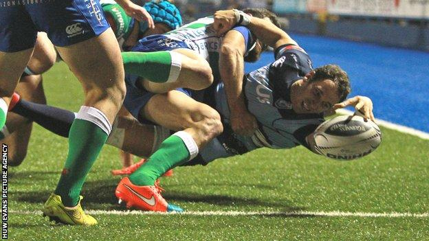 Joaquin Tuculet scores for the Blues