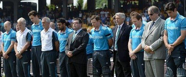 England pay tribute to Phillip Hughes