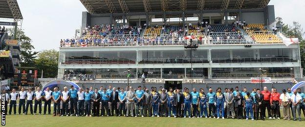 Players, officials and fans observed a period of silence n memory of Phillip Hughes