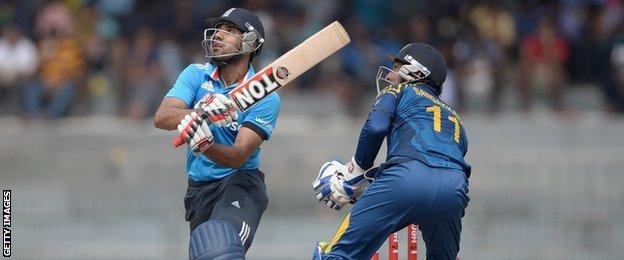 Ravi Bopara batting against Sri Lanka in the second ODI in Colombo