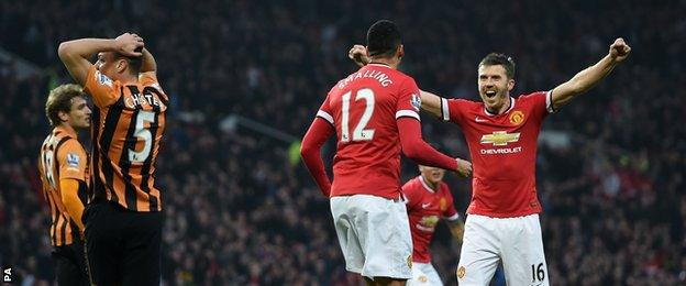 Chris Smalling and Michael Carrick celebrate against Hull