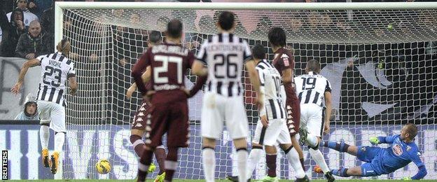 Arturo Vidal scores for Juventus from the penalty spot