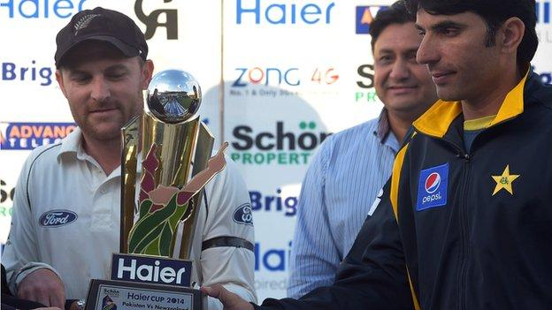 New Zealand captain Brendon McCullum and Pakistan skipper Misbah-ul-Haq with the Test series trophy
