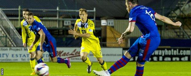 Greg Tansey scores from the spot
