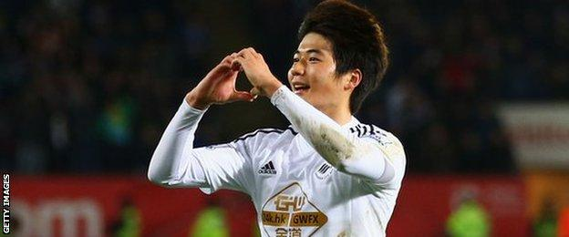 Ki Sung-Yueng of Swansea City celebrates his goal