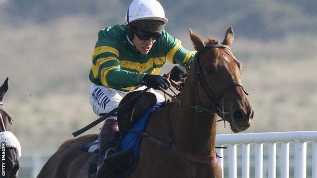 Richard Johnson, riding Cappagh
