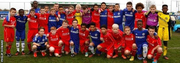 Players from Chelsea and Liverpool pose prior to a tournament in Ypres