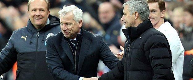 Newcastle manager Alan Pardew (second left) shakes hands with chelsea counterpart Jose Mourinho