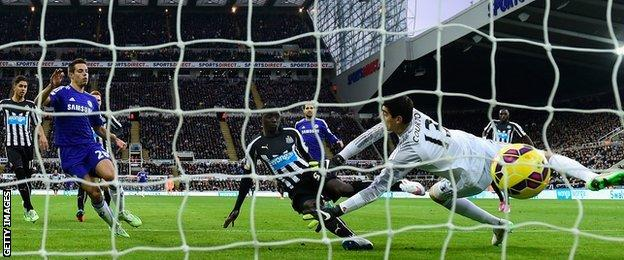 Papiss Cisse scores for Newcastle against Chelsea