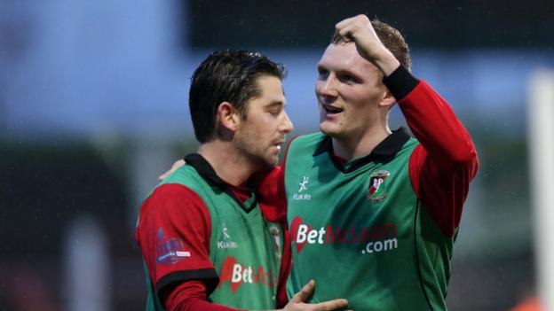Curtis Allen scored one goal and Steven Gordon two as Glentoran saw off Ballinamallard United 3-1 at the Oval