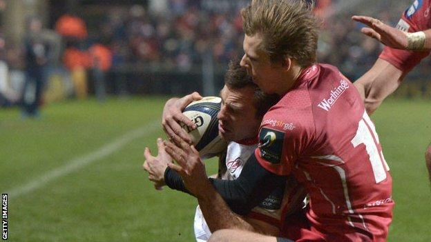 Liam Williams tackles Tommy Bowe