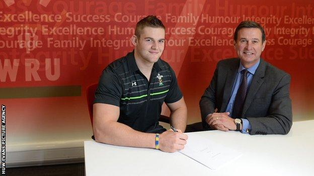 Dan Lydiate and WRU chief executive Roger Lewis