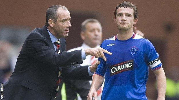 Barry Ferguson takes instructions from manager Paul Le Guen in 2006
