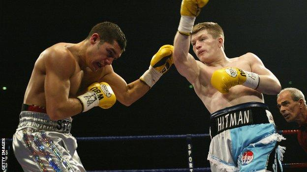 Ricky Hatton (right) wanted to show off his Manchester City allegiance with his