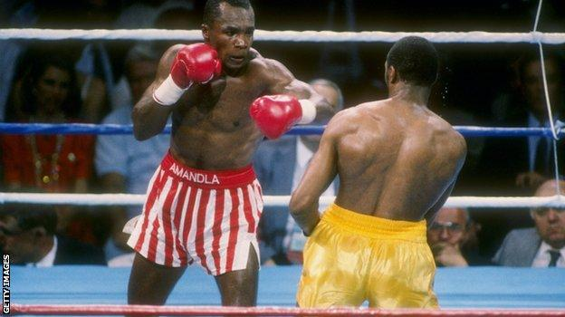 Sugar Ray Leonard went for red and white stripes when he fought Thomas Hearns in 1989