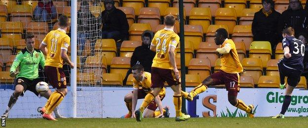 Tony Dingwall scores for Ross County against Motherwell
