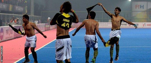 Pakistan hockey captain Imran Mohammad (L) celebrates with team-mates