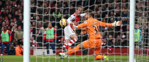 Santi Cazorla puts Arsenal 2-0 ahead against Newcastle