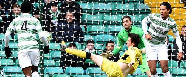 Sean Kelly scores for St Mirren against Celtic