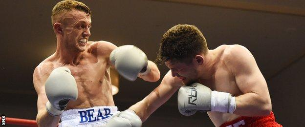 Ryan Smith bossed his fight against Lee Connelly
