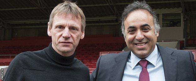 Stuart Pearce (left) and Fawaz Al Hasawi