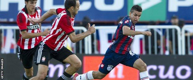 San Lorenzo's midfielder Angel Correa (right) controls the ball past Estudiantes' defender Leandro Desabato