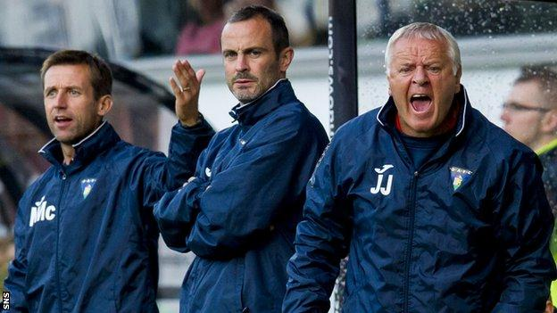 Neil McCann, John Potter and Jim Jefferies in the Dunfermline dugout