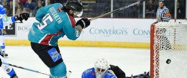 Kevin Westgarth goes close to scoring for the Belfast Giants against Coventry Blaze