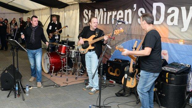 Ten Bob Sliders play at St Mirren's fan zone