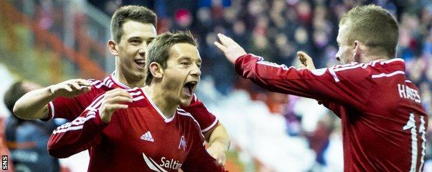 Aberdeen's Peter Pawlett (centre) celebrates his winning goal