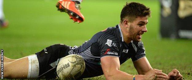 Rhys Webb scores