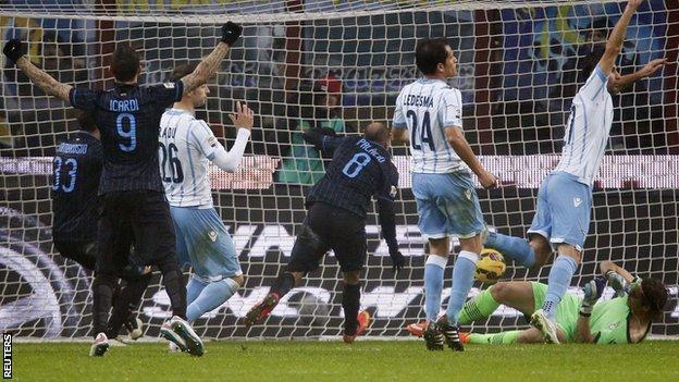 Inter Milan striker Rodrigo Palacio (centre) scores his first goal of the season