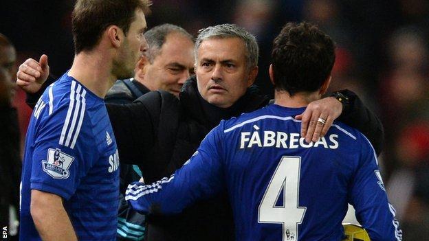 Jose Mourinho celebrates with Branislav Ivanovic and Cesc Fabregas