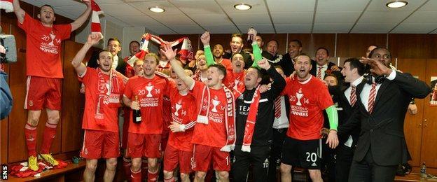 Aberdeen celebrate winning the League Cup