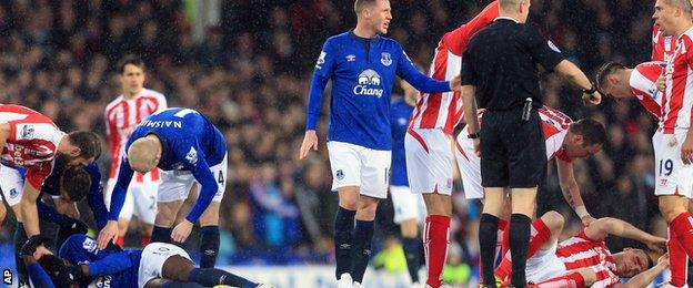 Ryan Shawcross clashes heads with Romelu Lukaku