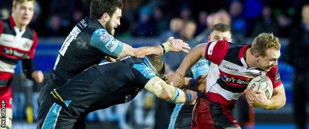 Edinburgh's Greig Tonks (right) goes by Warriors' Alex Dunbar (left) and Ryan Grant.