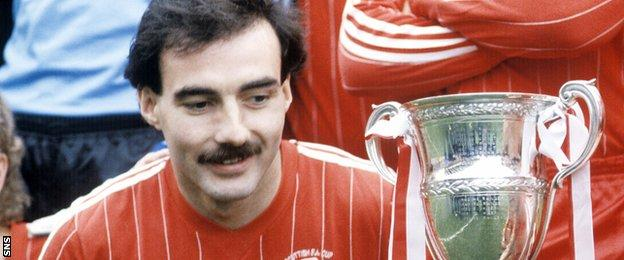 Willie Miller with the Scottish Premier Division trophy in 1984