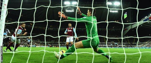 Moussa Sissoko scores for Newcastle