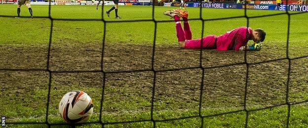 Dundee goalkeeper Arvid Schenk
